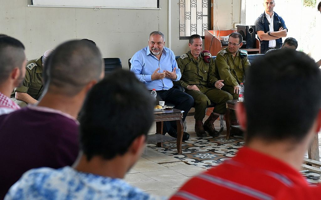 Defense Minister Avigdor Liberman meets with undercover soldiers from the army's elite Duvdevan unit on October 9, 2018. (Ariel Hermoni/Defense Ministry)