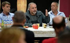 Defense Minister Avigdor Liberman speaks to residents of the Gaza periphery in Kibbutz Kerem Shalom on October 26, 2018. (Ariel Hermoni/Defense Ministry)