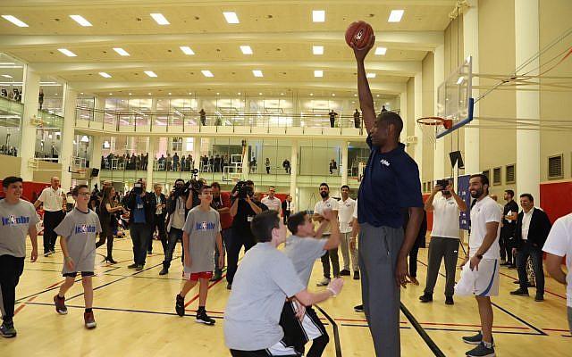 Ex-NBA star Dikembe Mutombo inaugurates a YMCA sports center in Jerusalem on November 27, 2018 (Courtesy)