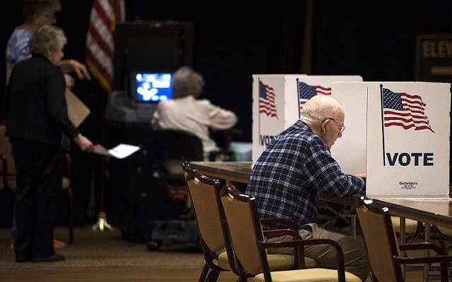 A man votes at the Greenspring Retirement center during the mid-term election day in Fairfax, Virginia on November 6, 2018. (ANDREW CABALLERO-REYNOLDS / AFP)