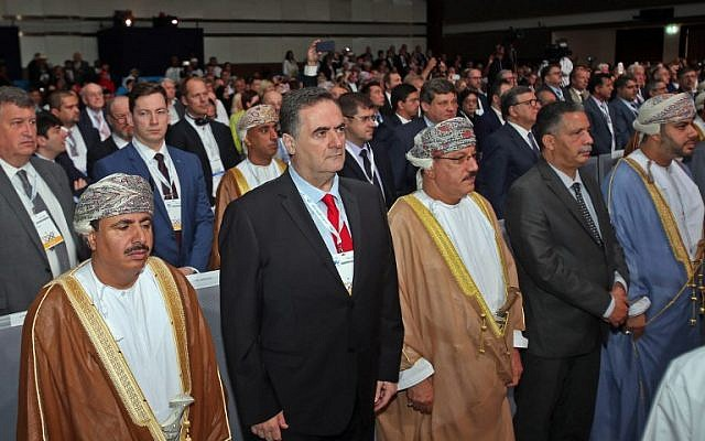 Transportation Minister Israel Katz, second left, stands next to Omani officials during the opening ceremony of the International Road Transport Union World Congress in Muscat, Oman, on November 7, 2018. (Mohammed Mahjoub/AFP)