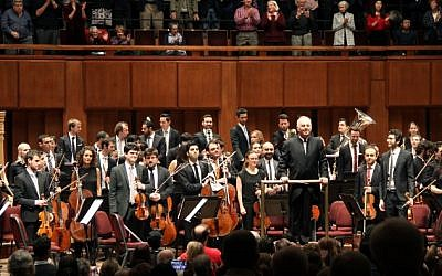 Pianist and conductor Daniel Barenboim (C) and the West-Eastern Divan Orchestra are seen at curtain call at the Kennedy Center for the Performing Arts in Washington, DC, on November 7, 2018. (Olivia Hampton/AFP)