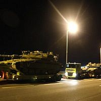 A convoy of Israeli tanks on the highway near the southern Israeli town of Sderot, on November 12, 2018. (Menahem KAHANA / AFP)