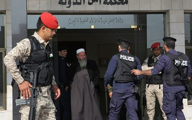 Jordanian security forces stand guard outside a military court as members of a jihadist cell accused of involvement in a shooting attack in 2016 go on trial at the military State Security Court in the Jordanian capital of Amman on November 13, 2018. (Khalil Mazraawi/AFP)
