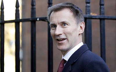 Britain's Foreign Secretary Jeremy Hunt leaves 10 Downing Street in London on November 14, 2018.  (Tolga AKMEN / AFP)