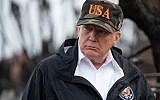 US President Donald Trump views damage from wildfires in Malibu, California, on November 17, 2018. (SAUL LOEB / AFP)