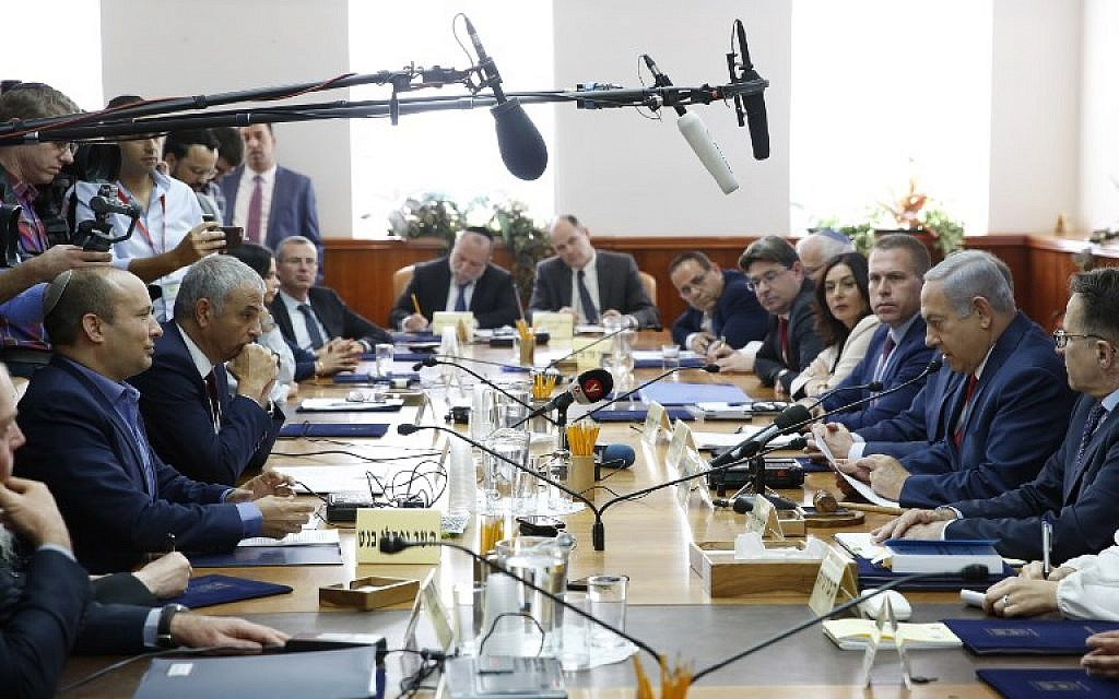 Prime Minister Benjamin Netanyahu (2nd-R), Education Minister Naftali Bennett (1st-L) and Finance Minister Moshe Kahlon (2nd-L) attend the weekly cabinet meeting at the Prime Minister's Office in Jerusalem on November 18, 2018. (Abir Sultan/Pool/AFP)
