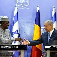 Prime Minister Benjamin Netanyahu (R) prepares to shake hands with Chadian President Idriss Deby as they deliver joint statements in Jerusalem November 25, 2018. (Ronen Zvulun/Pool/AFP)