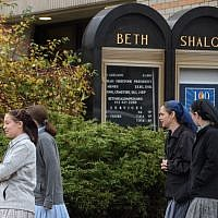 Worshippers head into Beth Shalom Synagogue for Shabbat services Saturday morning in the Squirrel Hill neighborhood on November 3, 2018 in Pittsburgh, Pennsylvania. (Jeff Swensen/Getty Images/AFP)