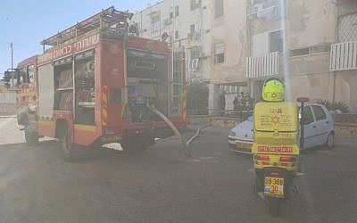The scene of an apartment fire where a man died in Kiryat Yam on November 1, 2018. (Magen David Adom)