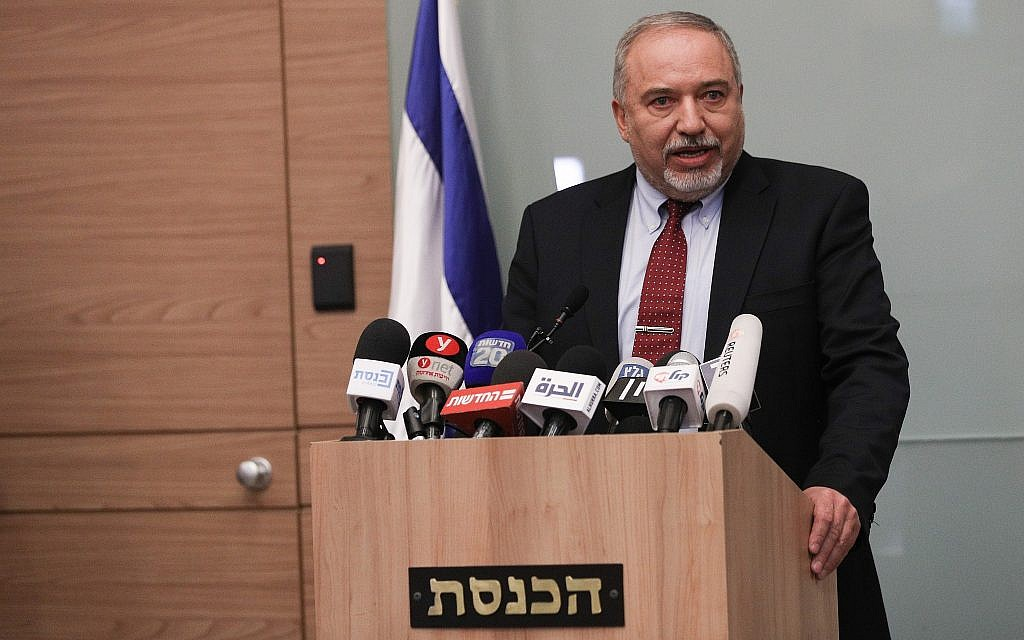 Avigdor Liberman announces his resignation from defense portfolio during a Jerusalem press conference, November 14, 2018 (Yonatan Sindel/FLASH90)