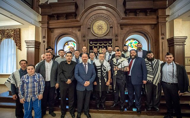 A group of Jews from Irkutsk inside the synagogue. (Eli Itkin/ Dorit Wagner/The Jewish Community of Irkutsk)
