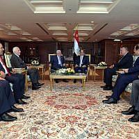 Palestinian Authority President Mahmoud Abbas (center, left) and Egyptian President Abdel Fattah el-Sissi meeting in Sharm al-Sheikh on November 3, 2018. (Credit: Wafa)