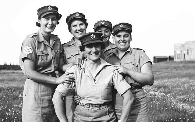 Jewish women enlisted in the British army's ATS (Auxiliary Territorial Service) during World War II, 1942 (Zoltan Kluger, State Archives, Public Domain/Wikimedia Commons)