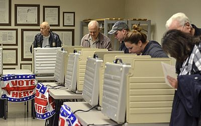 Voters packed the Vigo County Annex in Terre Haute, Indiana, on November 5, 2018, during the final day of early voting. (Austen Leake/Tribune-Star via AP)