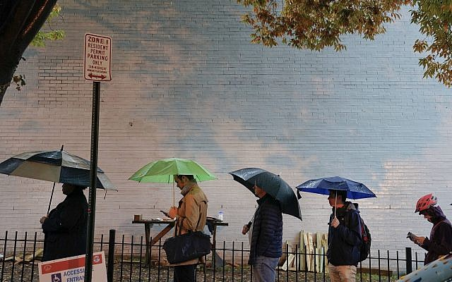 Voters line up in the rain outside Bright Family and Youth Center in the Columbia Heights neighborhood in Washington, Tuesday, Nov. 6, 2018. (AP/Pablo Martinez Monsivais)