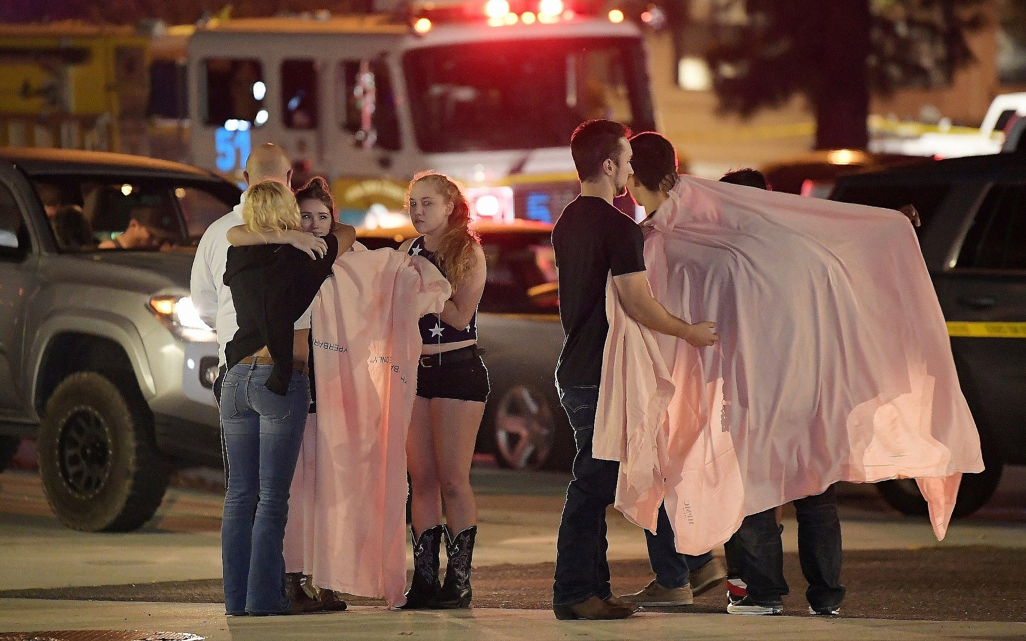 Gunman kills 12 in California bar packed with students