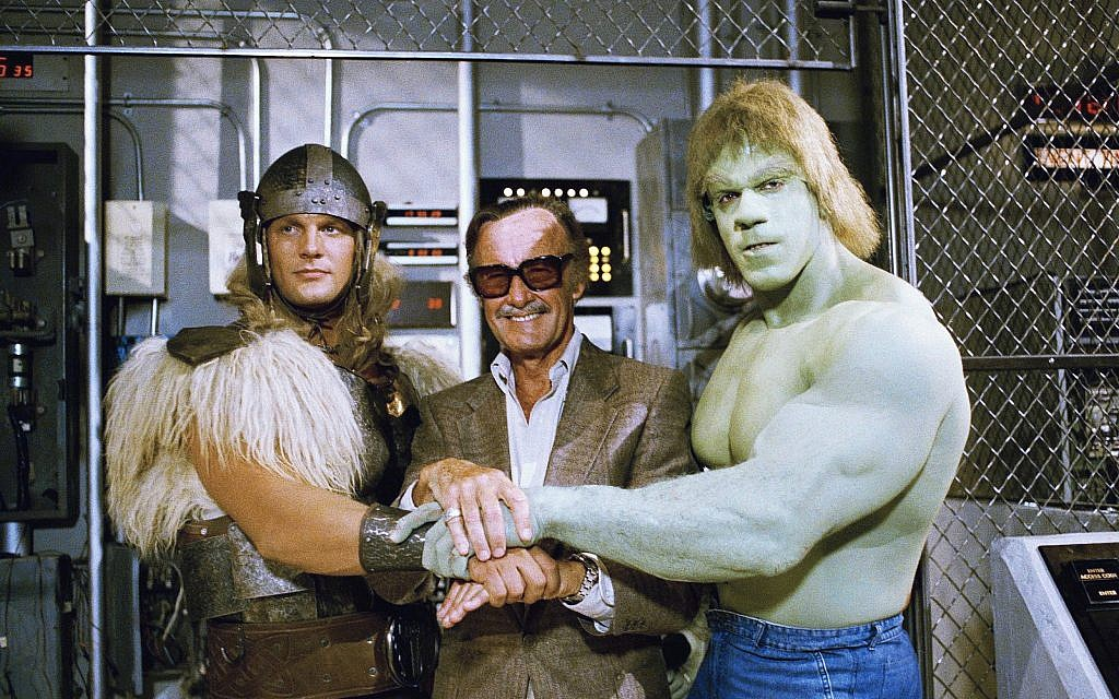 Comics impresario Stan Lee, center, poses with Lou Ferrigno, right, and Eric Kramer who portray 'The Incredible Hulk' and Thor, respectively, in a special movie for NBC, 'The Incredible Hulk Returns,' Los Angeles, California, May 9, 1988. (Nick Ut/AP)