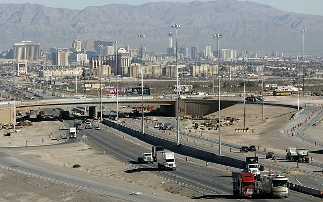 Traffic moves along Interstate 15 in Las Vegas, February 12, 2008. (Jae C. Hong/AP)