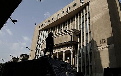 Egyptian security officers guard a courthouse in Cairo, Egypt, on November 8, 2017. (Nariman el-Mofty/AP)