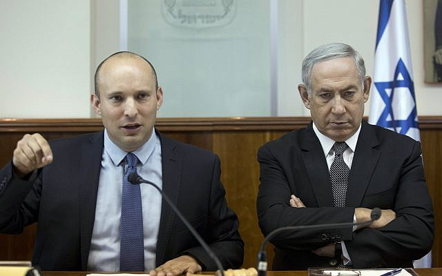 Prime Minister Benjamin Netanyahu, right, and then-Education Minister Naftali Bennett, left, attend the weekly cabinet meeting at the Prime Minister's Office in Jerusalem, Tuesday, August 30, 2016. (Abir Sultan/Pool/via AP)