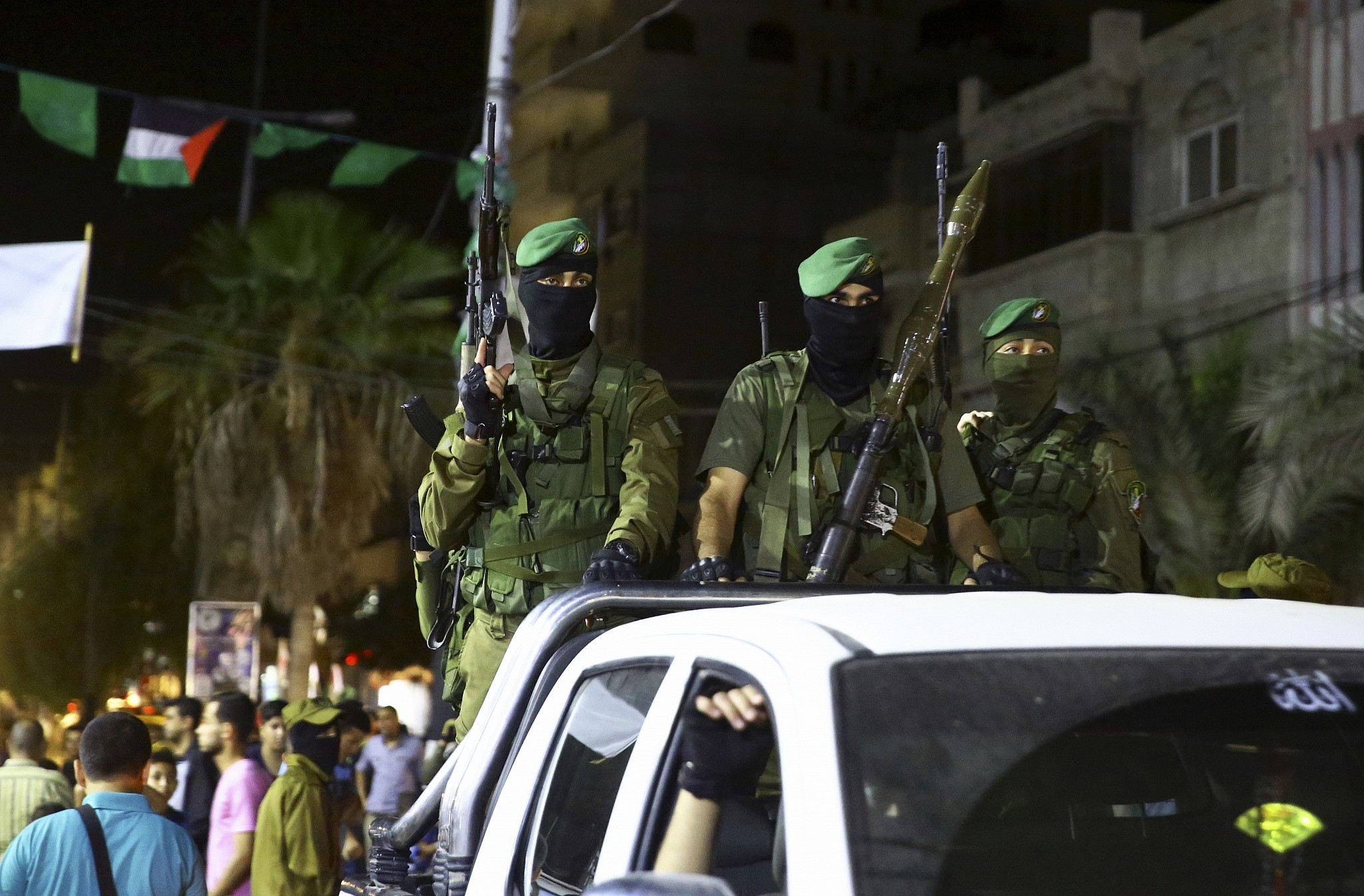 Members of the izzedine al qassam brigades hamass armed wing marking al