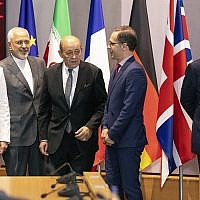 From left, European Union foreign policy chief Federica Mogherini, Iranian Foreign Minister Javad Zarif, French Foreign Minister Jean-Yves Le Drian, German Foreign Minister Heiko Maas and then British Foreign Secretary Boris Johnson, during a meeting of the foreign ministers at the Europa building in Brussels, on May 15, 2018. (AP Photo/Olivier Matthys, Pool)