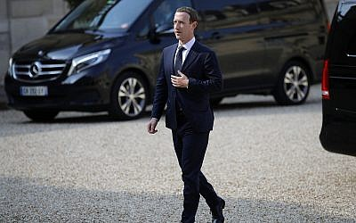 """Facebook's CEO Mark Zuckerberg, arrives to meet France's President Emmanuel Macron after the """"Tech for Good"""" Summit at the Elysee Palace in Paris, Wednesday, May 23, 2018. (AP/Francois Mori)"""
