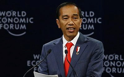 Indonesian President Joko Widodo addresses participants during the opening session of the World Economic Forum on ASEAN, Sept. 12, 2018 in Hanoi, Vietnam (AP Photo/Bullit Marquez)
