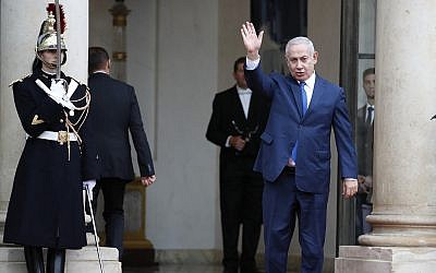 Prime Minister Benjamin Netanyahu waves, as he arrives at the Elysee Palace in Paris for a lunch after participating in a World War I commemoration ceremony, on November 11, 2018. (AP Photo/Christophe Ena)