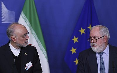 Iran's vice president and head of the Atomic Energy Organization Ali Akbar Salehi (left) and European Union Climate Action and Energy Commissioner Arias Canete during a joint news conference at the European Commission headquarters in Brussels, November 26, 2018. (Francisco Seco/AP)