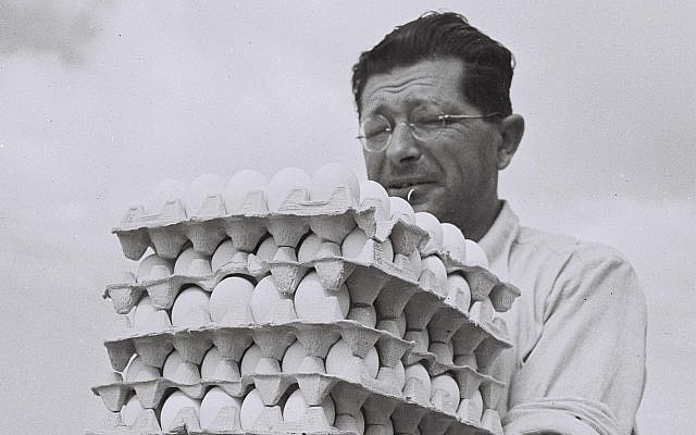 A farmer of Sde Warburg taking eggs from his chicken run to the warehouse, 1940 (GPO, Public Domain/Wikimedia Commons)