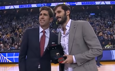 Israeli basketball player Omri Casspi (R) receives a 2018 NBA Championship ring from Golden State Warriors general manager Bob Myers at Oracle Arena in Oakland, California, on November 5, 2018. (Screen capture: YouTube)