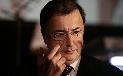 Lev Leviev at a conference at the Renaissance Hotel in Jerusalem on September 06, 2009 (Abir Sultan/Flash90)
