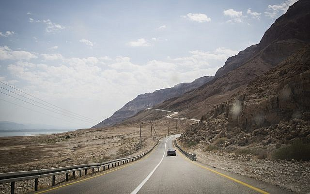 Route 90 along the Dead Sea, September 30, 2014. )Hadas Parush/Flash90)