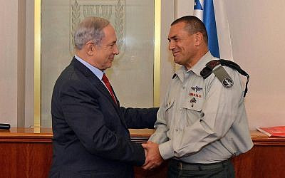 Prime Minister Benjamin Netanyahu seen with outgoing military secretary to the PM, Mayor General Eyal Zamir, at the PM's office in Jerusalem on September 8, 2015. (Haim Zach / GPO)