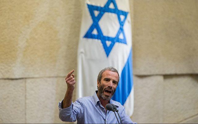 Yesh Atid MK Elazar Stern speaks from the Knesset plenum on November 23, 2015. (Yonatan Sindel/Flash90)