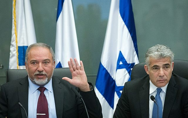 Yesh Atid leader Yair Lapid (R) and Yisrael Beytenu leader Avigdor Liberman hold a joint press conference at the Knesset on February 29, 2016. (Miriam Alster/Flash90)