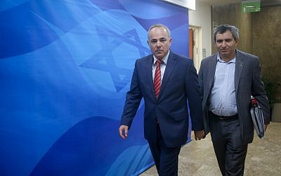 Likud ministers Yuval Steinitz and Ze'ev Elkin (R) arrive to the weekly cabinet meeting at the Prime Minister's Office in Jerusalem on September 27, 2016. (Marc Israel Sellem/Pool/Flash90)