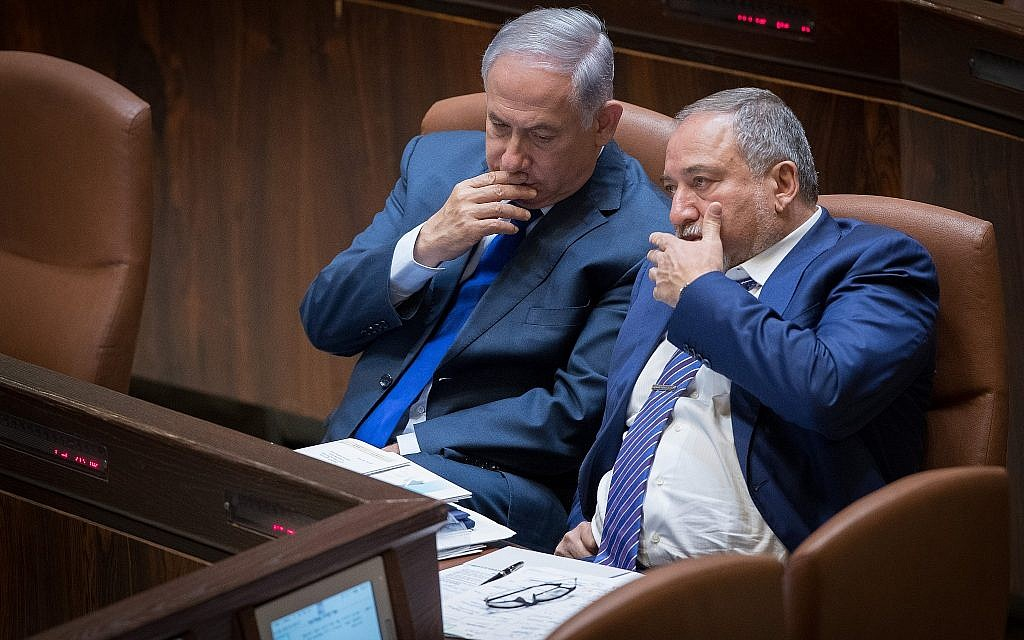 Prime Minister Benjamin Netanyahu, left, and then-defense minister Avigdor Liberman in the Knesset, on October 24, 2017. (Yonatan Sindel/Flash90)