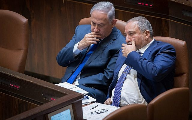 Prime Minister Benjamin Netanyahu, left, and then-defense minister Avigdor Liberman in the Knesset, on October 24, 2017. (Yonatan Sindel/Flash90)