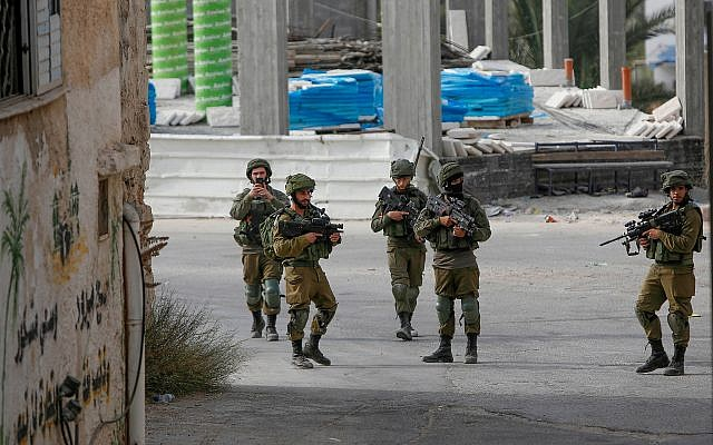 Israeli soldiers during a raid in the village of Shuweika, near the West Bank town of Tulkarem on October 20, 2018. (Nasser Ishtayeh/Flash90)