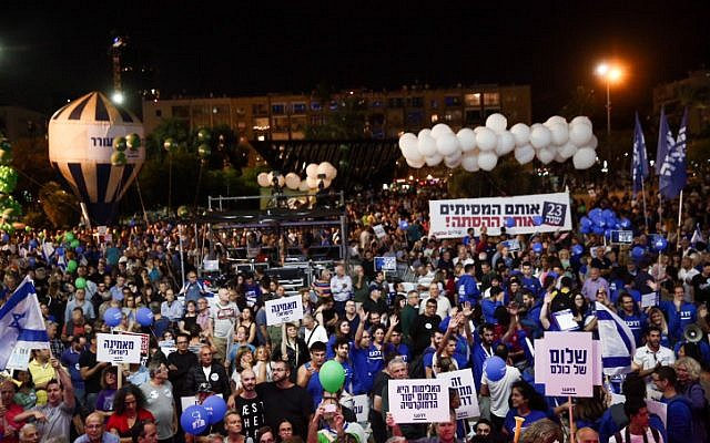 Attendants at a rally marking 23 years since the assassination of prime minister Yitzhak Rabin, at Tel Aviv's Rabin Square on November 3, 2018 (Miriam Alster/Flash90)