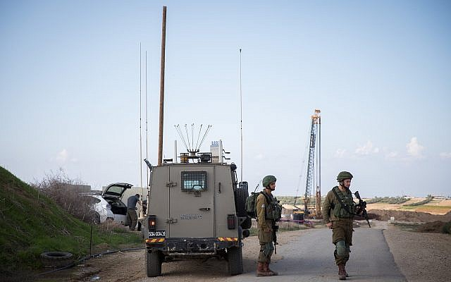 Israeli soldiers stand guard in Nahal Oz, southern Israel, near the border with Gaza, November 12, 2018. (Hadas Parush/FLASH90)