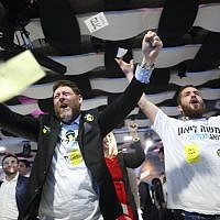 Supporters of Jerusalem mayoral candidate Moshe Lion react as the preliminary results of the mayoral race are announced on November 13, 2018. (Yonatan Sindel/FLASH90)