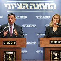 Opposition Leader Tzipi Livni, right, and Zionist Union party chairman Avi Gabai, hold a press conference following the resignation of Defense Minister Avigdor Liberman, at the Knesset, on November 14, 2018. (Noam Rivkin Fenton/Flash90)