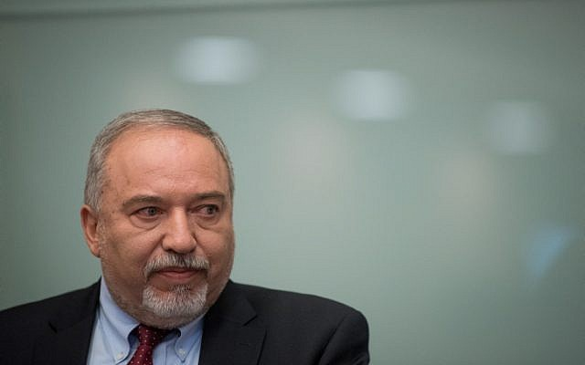 Defense Minister Avigdor Liberman announces his resignation from his office following the ceasefire with Hamas in the Gaza Strip, during a press conference in the Knesset on November 14, 2018. (Yonatan Sindel/Flash90)