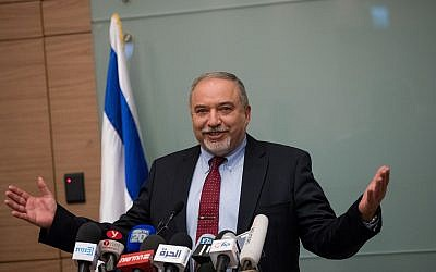 Defense Minister Avigdor Liberman announces his resignation following a ceasefire with Hamas in the Gaza Strip, during a press conference in the Knesset on November 14, 2018. (Yonatan Sindel/FLASH90)