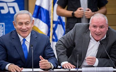 Prime Minister Benjamin Netanyahu and coalition head David Amsalem during a Likud faction meeting in the Knesset, on November 19, 2018. (Miriam Alster/FLASH90)