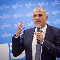 Kulanu chairman Moshe Kahlon holds a faction meeting in the Knesset on November 26, 2018. (Miriam Alster/Flash90)